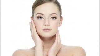 コーセー 肌極 トライアルセットはとろみのある美容液で肌のもっちり感が持続します